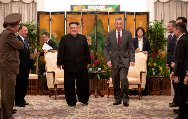 Prime Minister Lee Hsien Loong of Singapore meets with North Korean leader Kim Jong Un on Monday in what was a first meeting between the two leaders. (Yonhap)