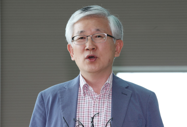 Nam Gwan-pyo, a deputy director of the presidential National Security Office, on sunday speaks to the press at Incheon International Airport, west of Seoul. (Yonhap)