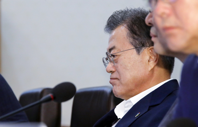 President Moon Jae-in thoughtful on the day of US-NK summit. (Yonhap)