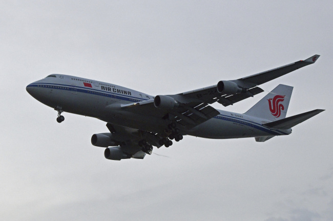 A chartered Air China 747 lands in Singapore suspected to pick up North Korea leader Kim Jong-un on Tuesday. (AP-Yonhap)