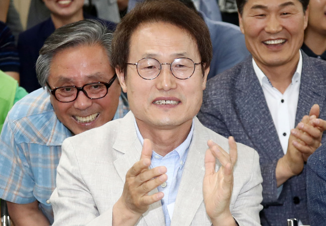 Seoul's superintendent hopeful Cho Hee-yeon celebrates Wednesday after exit polls showed his victory in local elections after vote closed at 6:00 p.m. Yonhap