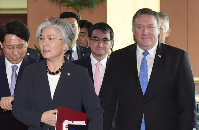 US Secretary of State Mike Pompeo, right, Japanese Foreign Minister Taro Kono, center, and South Korean Foreign Minister Kang Kyung-wha. (Yonhap)