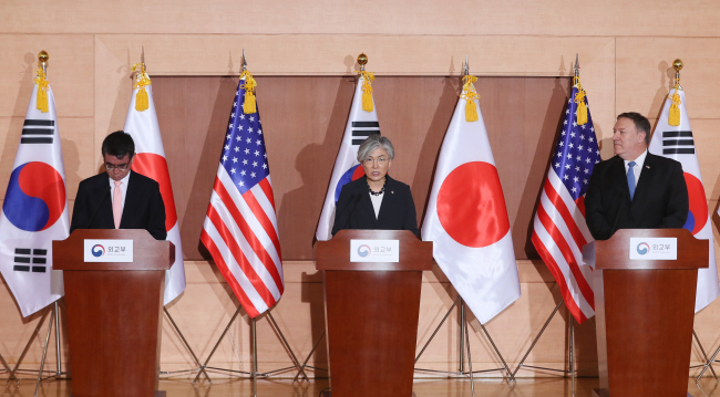 From right: US Secretary of State Mike Pompeo, South Korean Foreign Minister Kang Kyung-wha and Japanese Foreign Minister Taro Kono. (Yonhap)