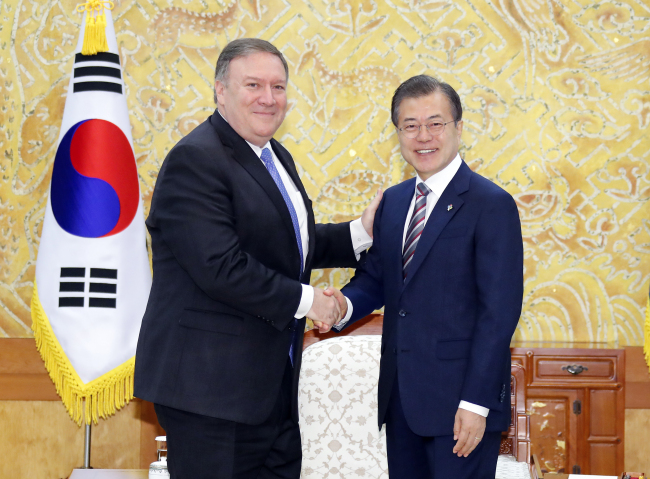 South Korean President Moon Jae-in (right) shakes hands with US Secretary of State Mike Pompeo at Cheong Wa Dae in Seoul on Thursday. (Yonhap)