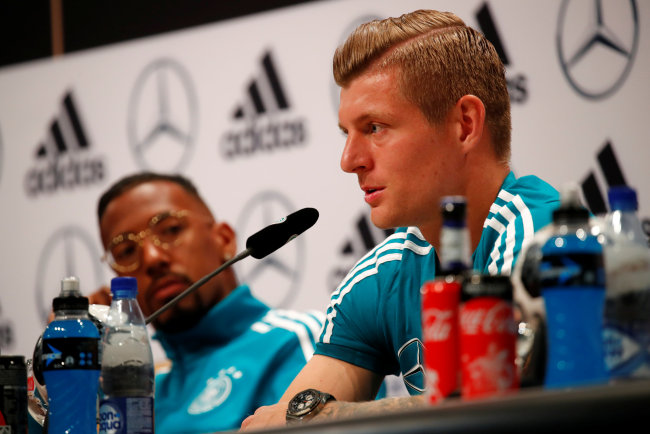 Germany Training Camp, Moscow, Russia - June 14, 2018 Germany`s Jerome Boateng and Toni Kroos during the press conference (Reuters-Yonhap)