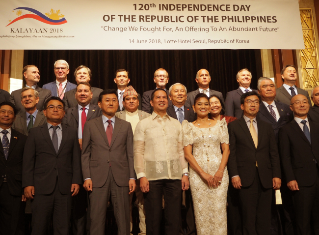 Philippine Ambassador to Korea Raul Hernandez (center, front row) poses with foreign ambassadors at a reception in Seoul on Thursday, which marked the 120th anniversary of the Philippines' declaration of independence. (Joel Lee/The Korea Herald)