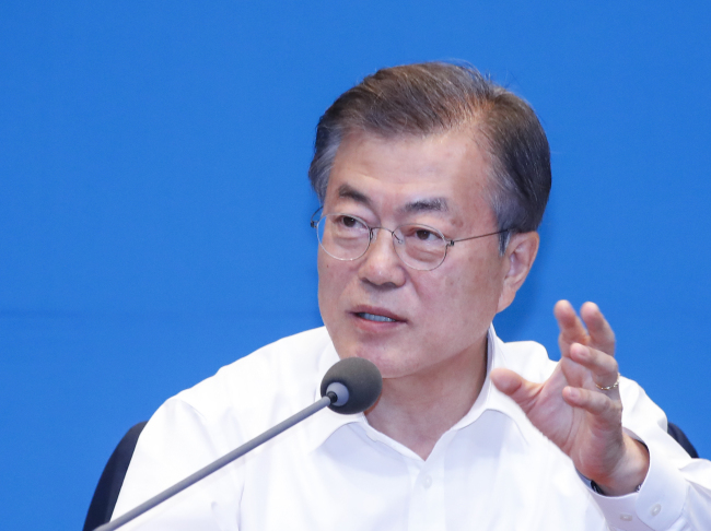 President Moon Jae-in speaks during Monday`s meeting with senior aides in Seoul. Yonhap