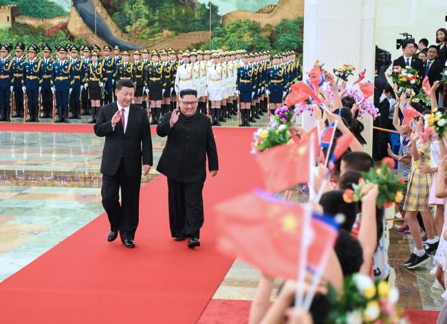 Chinese President Xi Jinping, left, and North Korean leader Kim Jong-un. (Yonhap)