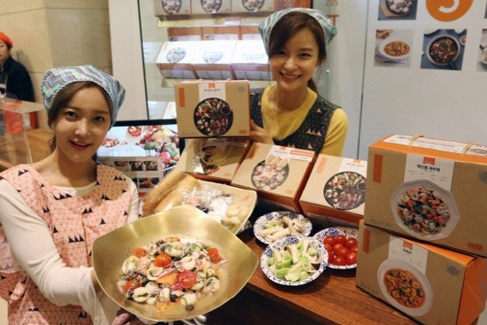 Hyundai Department Store's meal kit brand Chef Box's product is displayed. (Hyundai Department Store)
