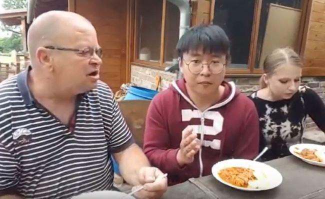 The couple enjoys their Czech sausage goulash that is similar to Korean bbudaejjigae or army stew. (YouTube)