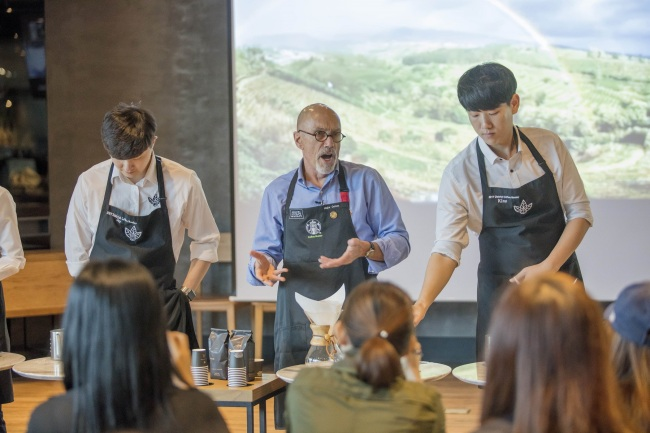 Starbucks' global ambassador Major Cohen gives a lecture at Starbucks' Jongno branch in downtown Seoul. (Starbucks Korea)