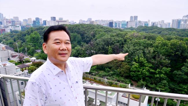 Veteran geomancy consultant Jeon Hang-soo (Park Hyun-koo/The Korea Herald)
