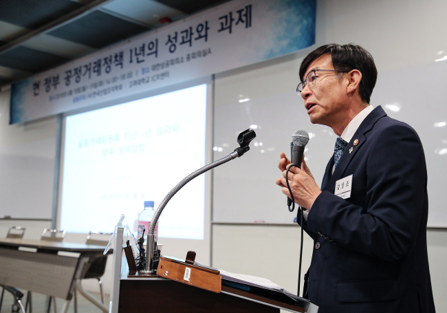 The Fair Trade Commission Chairman Kim Sang-jo on Tuesday speaks in a forum to evaluate the government's fair trade policies over the past year. (Yonhap)