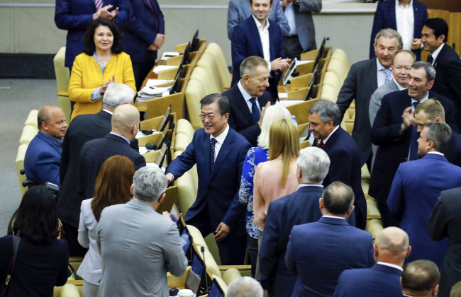 President Moon is greeted by Russian lawmakers. (Joint Press Corps)