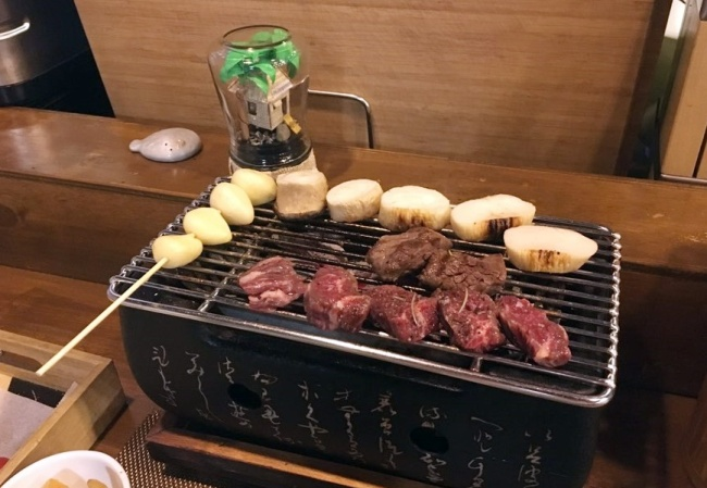 Skirt steak is grilled at Hongo (By Im Eun-byel / The Korea Herald)
