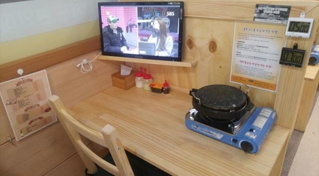 A one-person table at Dokgojin (Dokgojin)