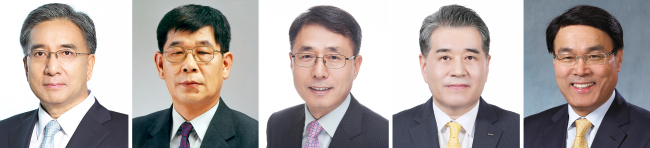 From left: Posco Daewoo CEO Kim Young-sang, former Posco Chief Operating Officer Kim Jin-il, incumbent President and COO Oh In-hwan, Vice President Chang In-hwa and Posco Chemtech CEO Choi Jung-woo. (Yonhap)