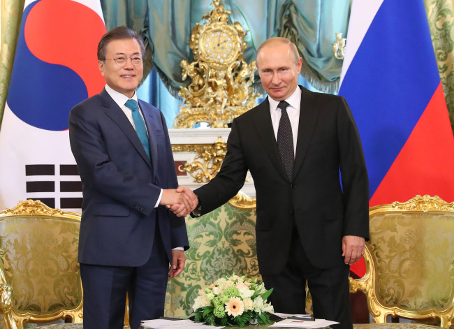 President Moon Jae-in (left) shakes hands with Russian counterpart Vladimir Putin duringtheir bilateral summit held at the Kremlin on Friday. (Yonhap)