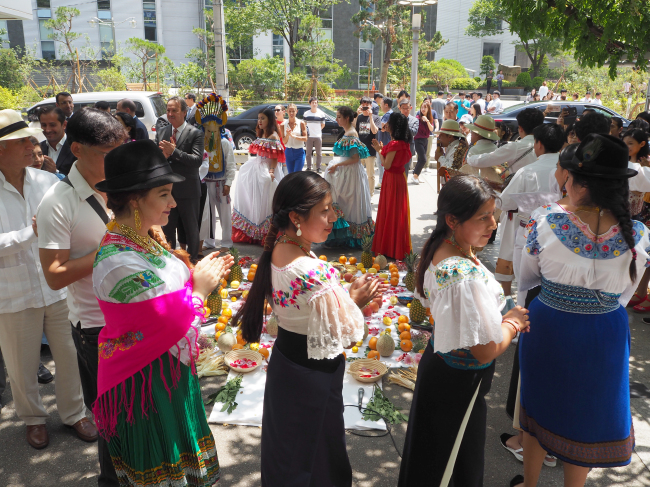 Foreign ambassadors, diplomats and people participate in an Inti Raymi celebration organized by the Ecuadorian Embassy and World Culture Open in Seoul on Friday. (Joel Lee/The Korea Herald)