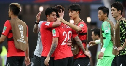 South Korean players console each other after losing to Mexico 2-1 in the teams' Group F match at the FIFA World Cup in Russia at Rostov Arena in Rostov-on-Don on June 23, 2018. (Yonhap)
