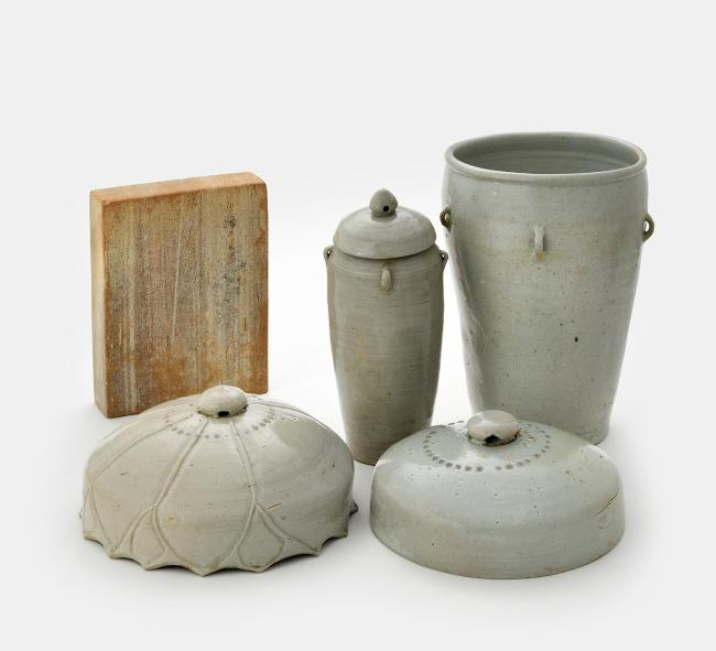 Vases containing the placenta and umbilical cord of King Seongjong (National Palace Museum of Korea)