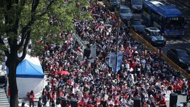 Some 12,000 women gathered in Seoul to protest against spy cam porn and revenge porn on Saturday, May 19. (Yonhap)