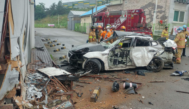 The car crashed into a building near the highway in Anseong, Gyeonggi Province, Tuesday. (Yonhap)