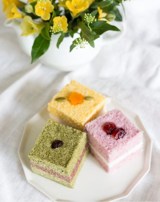 Jeolpyeon with matcha and chocolate fillings (Morak Morak Table)