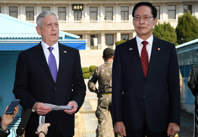 In a file photo taken on Oct. 27, 2017, US Secretary of Defense James Mattis stands next to South Korean Defense Minister Song Young-moo at the Joint Security Area in Panmunjeom as he calls for North Korea to cease its military provocations and give up its pursuit of nuclear weapons. (Yonhap)
