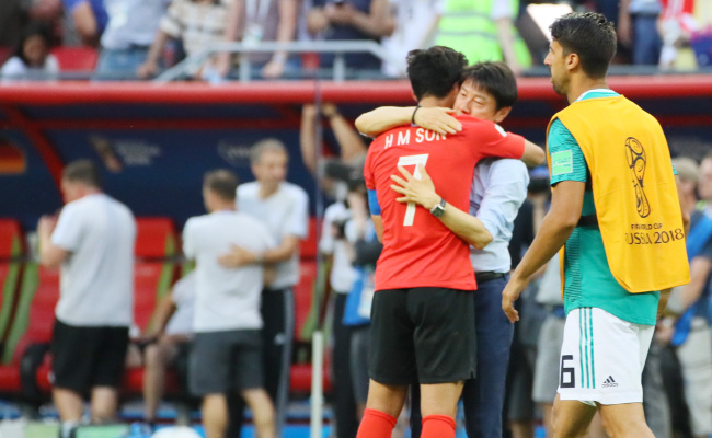 South Korean Son Heung-min (7) and head coach Shin Tae-yong hug after match against Germany on Wednesday. (Yonhap)