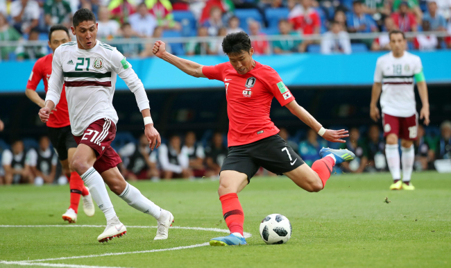 In this file photo taken on June 23, South Korea`s Son Heung-min (right) takes a shot during the 2018 FIFA World Cup Group F match between South Korea and Mexico at Rostov Arena in Rostov-on-Don, Russia. (Yonhap)