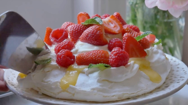Chef Kook Gabie demonstrates how to make strawberry pavlova (Gabie Kook's YouTube Channel)