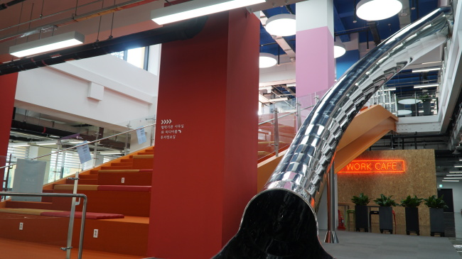 A slide is installed from the second to first floors of Seoul Startup Hub. (Seoul City)