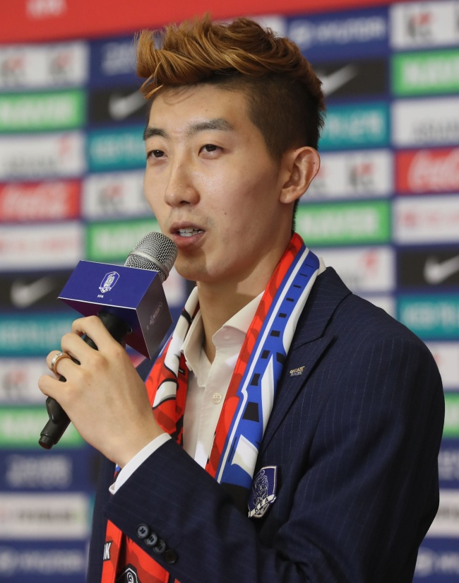 South Korean football goalkeeper Jo Hyeon-woo speaks during an interview at Incheon International Airport after arriving back from the FIFA World Cup in Russia on June 29. (Yonhap)