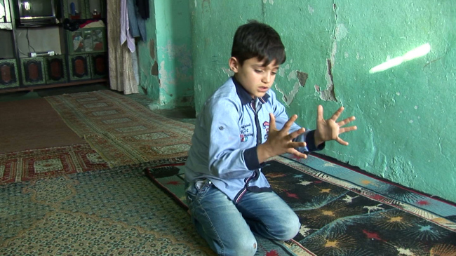 """cap - A scene from Erkan Ozgen's 2016 video work """"Wonderland"""" that features Muhammed -- a child from northern Syria, who has a hearing and speech disorder -- describing what he witnessed while escaping from ISIS with body gestures. (SeMA)"""