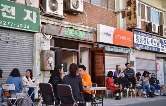 People sit outside of Green Dabang at Sewoon Plaza (Green Dabang's Instagram account)