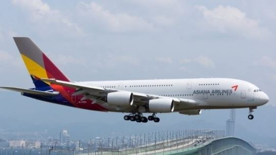 An Asiana Airlines flight is shown in this file photo. (Yonhap)