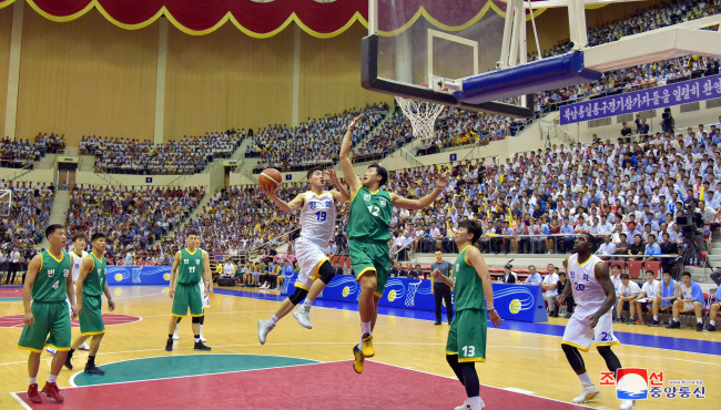 South Korean and North Korean basketball players during Wednesday`s match. Yonhap