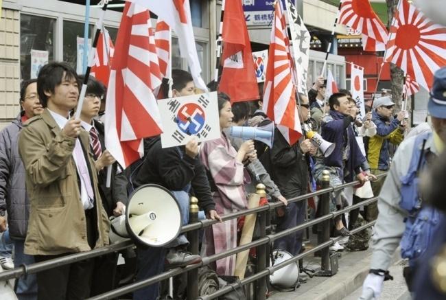 Japanese Cartoonist S Apology Reignites Debate Over Rising Sun Flag The Korea Herald