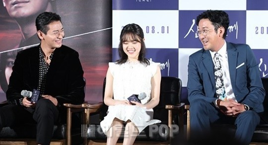 From right: Ha Jung-woo, Ju Ji-hoon and Kim Hyang-gi during a press event held Friday at Lotte Cinema near Konkuk University in eastern Seoul (Herald DB)