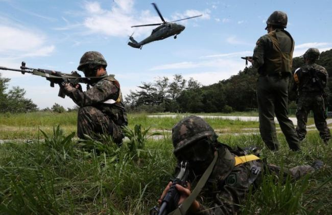 South Korean soldiers take part in a military drill which held as a part of the Ulchi Freedom Guardian exercise in Yongin, South Korea August 29, 2017. (Reuters)