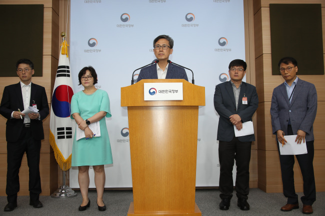 Moon Young-ho (center), director general of the copyrights bureau at the Ministry of Culture, Sports and Tourism, speaks at the Seoul Government Complex on Tuesday. (Yonhap)