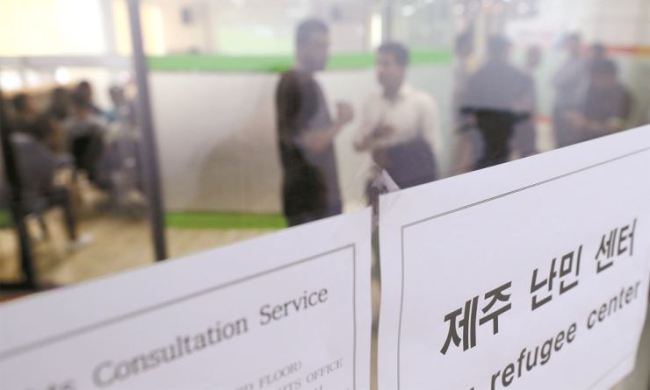 Yemeni asylum seekers wait to get human rights counseling at Jeju city community center on Friday, June 29. (Yonhap)