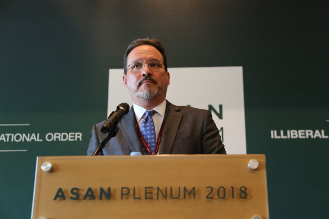 Michael Green, senior vice president for Asia and Japan chair at the Center for Strategic and International Studies speaks at Asan Plenum 2018 in Seoul on April 25. (Asan Institute for Policy Studies)