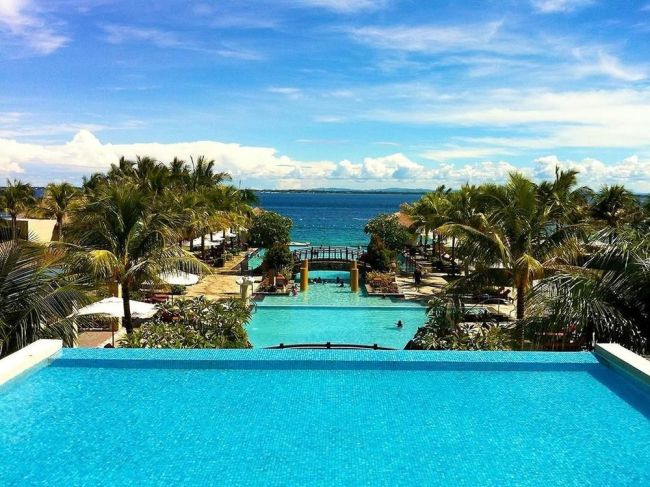 The pool view at the Crimson Mactan Resort and Spa in Cebu, Philippines. (Tripbtoz)