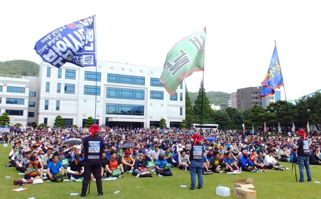 Hyundai Motor's unionized labor holds partial strike at the Ulsan Plant on Thursday after failing to reach an agreement in wage talks. (Yonhap)