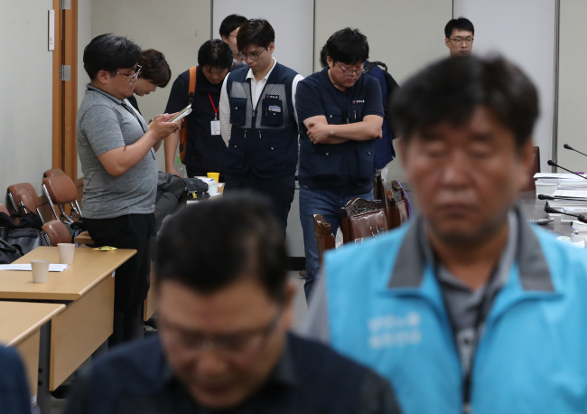 Labor representatives walk out after a vote on the minimum wage for next year on Saturday. (Yonhap)