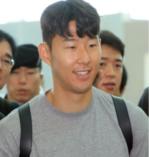 South Korean football player Son Heung-min enters Incheon International Airport, west of Seoul, to take a flight for London on July 16. (Yonhap)