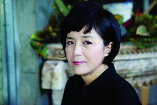 "Han So-jin, author of ""In Praise of Death"" (Hainaim)"