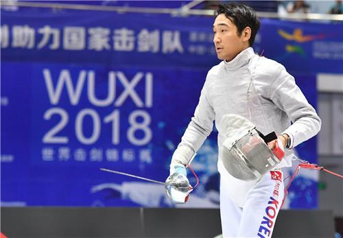 Kim Jung-hwan at the World Fencing Championships in Wuxi on Sunday. (Yonhap)